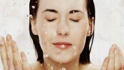 Yüzü çok yıkamak iyi değildir